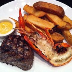 Photo taken at Kingsleys Steak & Crabhouse by Gary L. on 7/13/2012