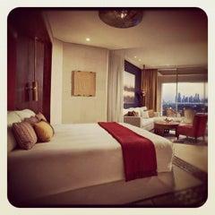 Photo taken at Holiday Inn by Joooooooooooooooooooo on 4/2/2012