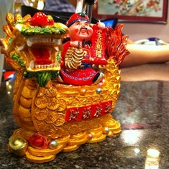 Photo taken at Eddie's Wok 'n' Roll by Kunal K. on 8/11/2012