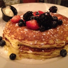 Photo taken at Hell's Kitchen by Matt S. on 9/3/2012