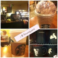 Photo taken at Starbucks by 💕i /@yumyum.in.the.tumtum on 5/20/2012