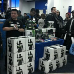 Photo taken at Best Buy Mobile by Richard L. on 11/8/2011