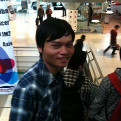 Photo taken at Apple Store BEC™ by Adan R. on 4/26/2011