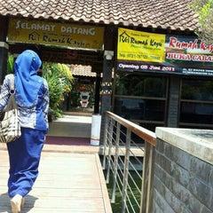 Photo taken at Taman Santap Rumah Kayu by Catur S. on 9/23/2011