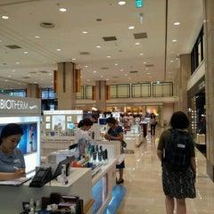 Photo taken at 신세계백화점 (SHINSEGAE Department Store) by Suri B. on 8/18/2012