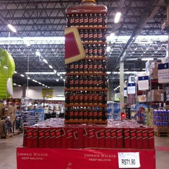 Photo taken at Sam's Club by José Hamilton R. on 11/20/2011