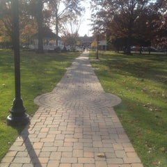 Photo taken at Great Neck Plaza by David B. on 11/11/2011