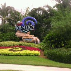 Photo taken at Aquatica Orlando by FaLLon G. on 8/31/2011