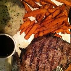 Photo taken at Outback Steakhouse by Luigi on 7/10/2012