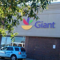 Photo taken at Giant by Dona P. on 10/30/2011