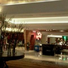 Photo taken at Le Méridien Kota Kinabalu by ~♥$@|€$$¥@ $♥~ on 1/23/2012