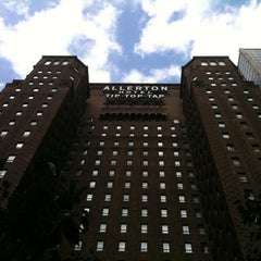 Photo taken at Warwick Allerton Hotel Chicago by Dan G. on 9/24/2011