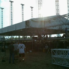 Photo taken at Dave MATTHEWS BAND CARAVAN MAIN STAGE BUILD by Memphisdredlock Black Dynamite T. on 7/2/2011