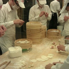Photo taken at 鼎泰豐 Din Tai Fung by rinux on 1/24/2012