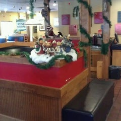 Photo taken at Pizza Shoppe by Samantha S. on 12/13/2011