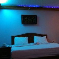 Photo taken at Paramount Palace Hotel Sadao by Ming J. on 11/27/2011