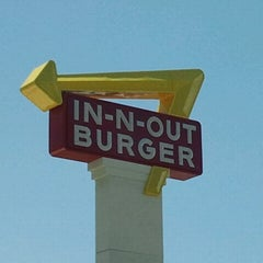 Photo taken at In-N-Out Burger by Raylene B. on 6/15/2012