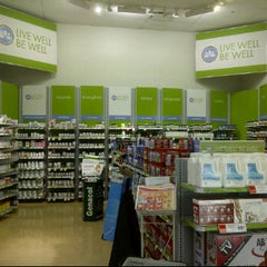 Photo taken at Shoppers Drug Mart by Benny H. on 1/19/2012