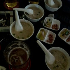 Photo taken at Blar Blar Bar (บลา บลา บาร์) by Maxaey U. on 1/27/2012