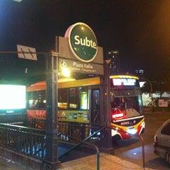 Photo taken at Burger King by Leonardo R. on 5/27/2012
