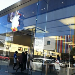 Photo taken at Apple Store, Chestnut Street by Christina H. on 4/13/2012