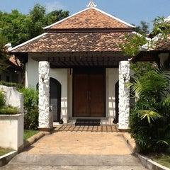 Photo taken at Mandawee Resort And Spa Krabi by nattapong a. on 7/27/2012