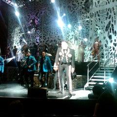 Photo taken at Gibson Amphitheatre by rezort on 8/5/2012