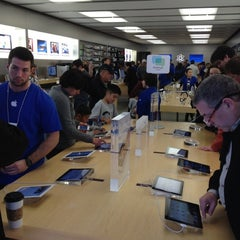 Photo taken at Apple Store, Los Gatos by Rob R. on 3/18/2012