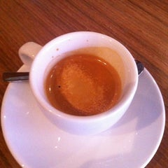 Photo taken at Coffee Zaroo by Jay on 7/16/2012