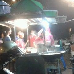 Photo taken at Nasi Kandar Subaidah by Calvin Teh on 6/23/2012