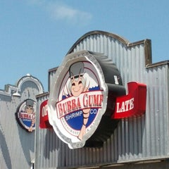 Photo taken at Bubba Gump Shrimp Co. by Chris K. on 5/4/2012