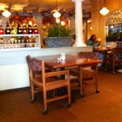 Photo taken at Olive Garden by Armando J. on 8/9/2012