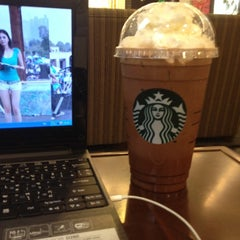 Photo taken at Starbucks (สตาร์บัคส์) by PellE on 8/26/2012