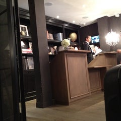 Photo taken at New Hotel Roblin by Денис К. on 7/10/2012