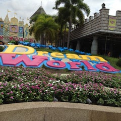 Photo taken at Dream World (ดรีมเวิลด์) by Meaw c. on 7/29/2012