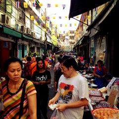 Photo taken at ตลาดตรอกหม้อ (Trok Mo Market) by 9george P. on 2/14/2012
