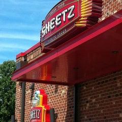 Photo taken at SHEETZ by Gaylan F. on 8/17/2011