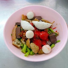 Photo taken at เย็นตาโฟ (วัดจันทร์ใน) by Ekkapoom R. on 4/26/2012