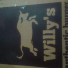 Photo taken at Willy's Authentic Burger by José Guilherme C. on 1/18/2012