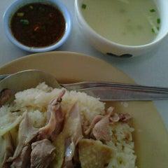 Photo taken at แก้วโอชา by bestty w. on 11/6/2011