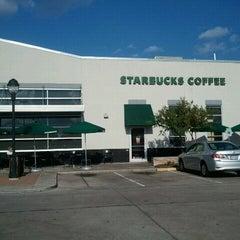 Photo taken at Starbucks by Elizabeth W. on 8/7/2011