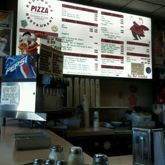 Photo taken at Redendo's Pizza by Kaylee🌴 A. on 9/18/2011