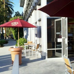Photo taken at The Coffee Bean & Tea Leaf® by Weston R. on 10/29/2011
