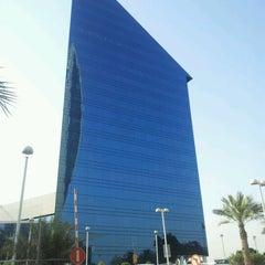 Photo taken at Dubai Chamber of Commerce & Industry غرفة تجارة وصناعة دبي by Badr on 9/14/2011