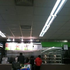 Photo taken at 이마트 트레이더스 (E-mart Traders) by lucy k. on 4/3/2011