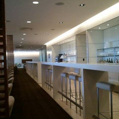 Photo taken at Oneworld Business Lounge by catherine w. on 5/28/2011