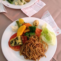 Photo taken at Lótus Restaurante Vegetariano by Claudio on 6/26/2012
