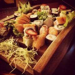 Photo taken at Sushi da Moka by Murilo on 5/1/2012