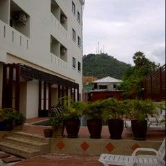 Photo taken at Mei Zhou Hotel by Kann S. on 4/6/2012