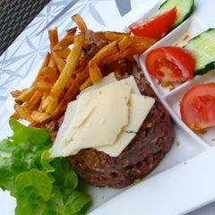 Photo taken at Le Glob Théatre by Les BB Majeurs Restaurant Bordeaux on 9/11/2012